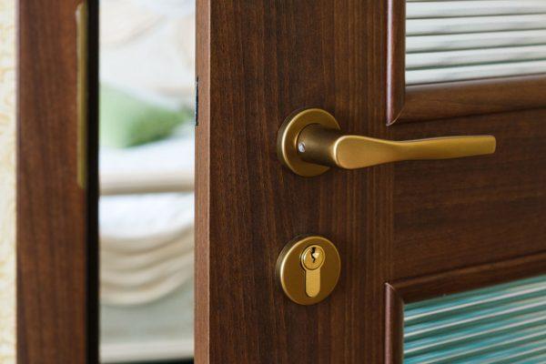 Pasywne drzwi do domu. Jak je wybrać?