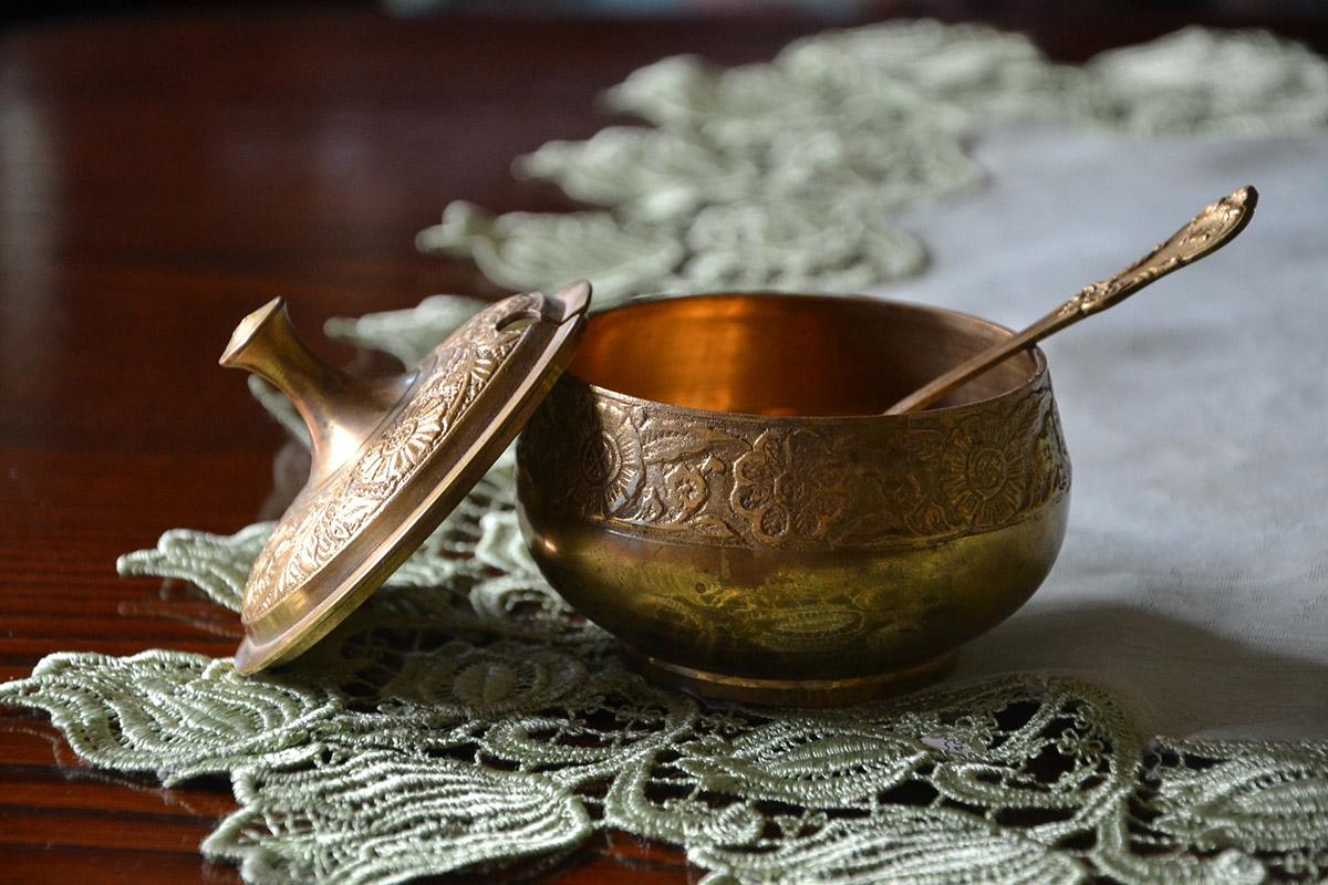 Kryształowa, ceramiczna czyze stali nierdzewnej? Przedstawiamy cukiernicę